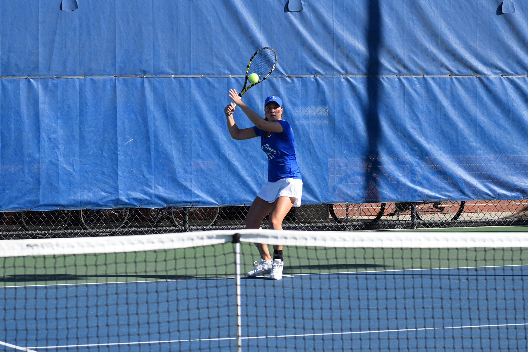 Arianna Paules Aldrey one of four Broncos who went 2-0 in singles Friday.