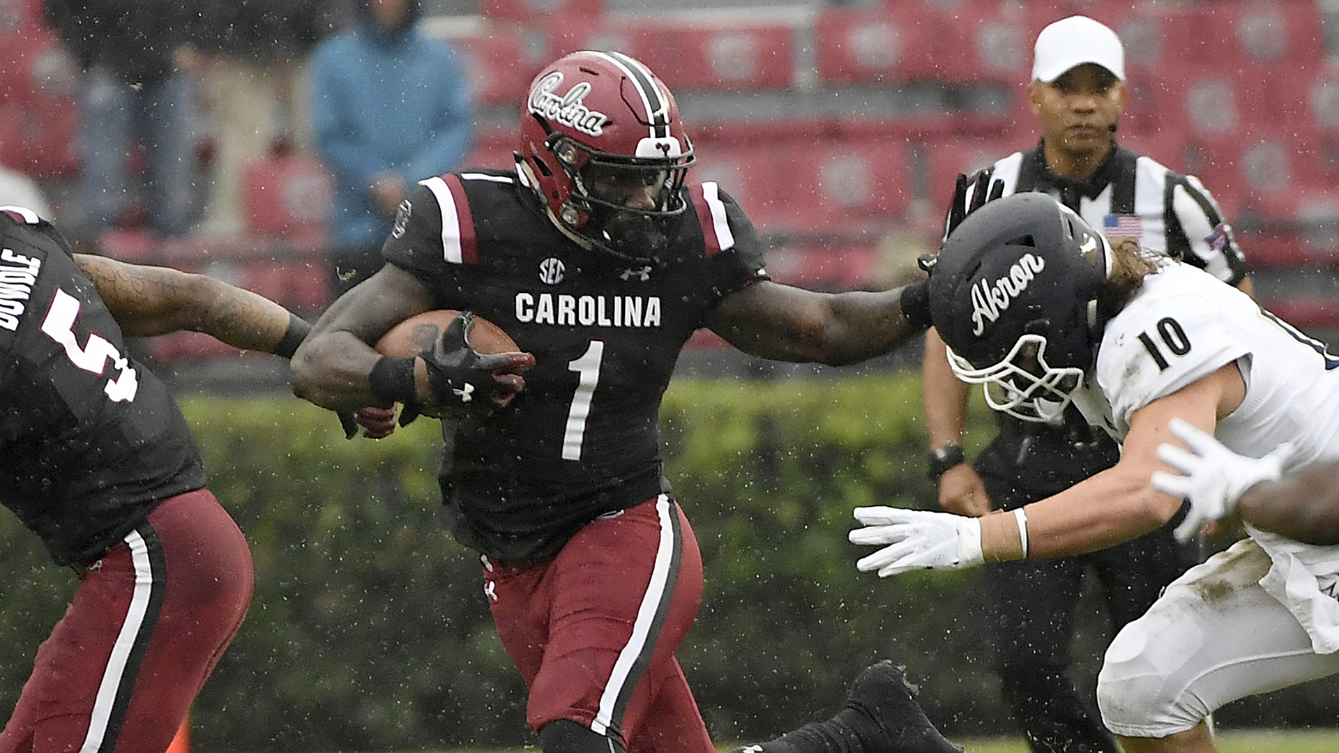 South Carolina Beats Akron 28-3