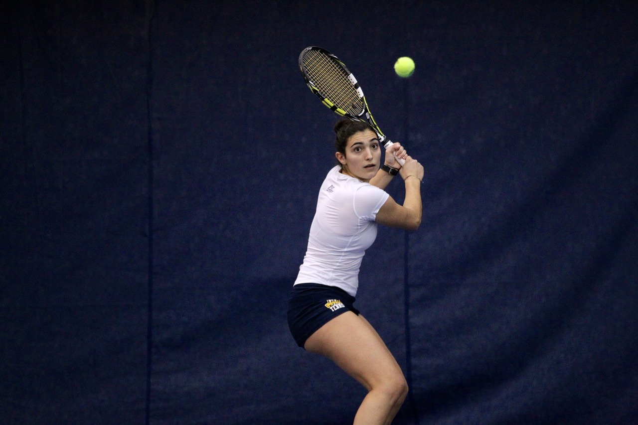 Silvia Ambrosio looks to clinch her eighth straight victory at the No. 1 position.