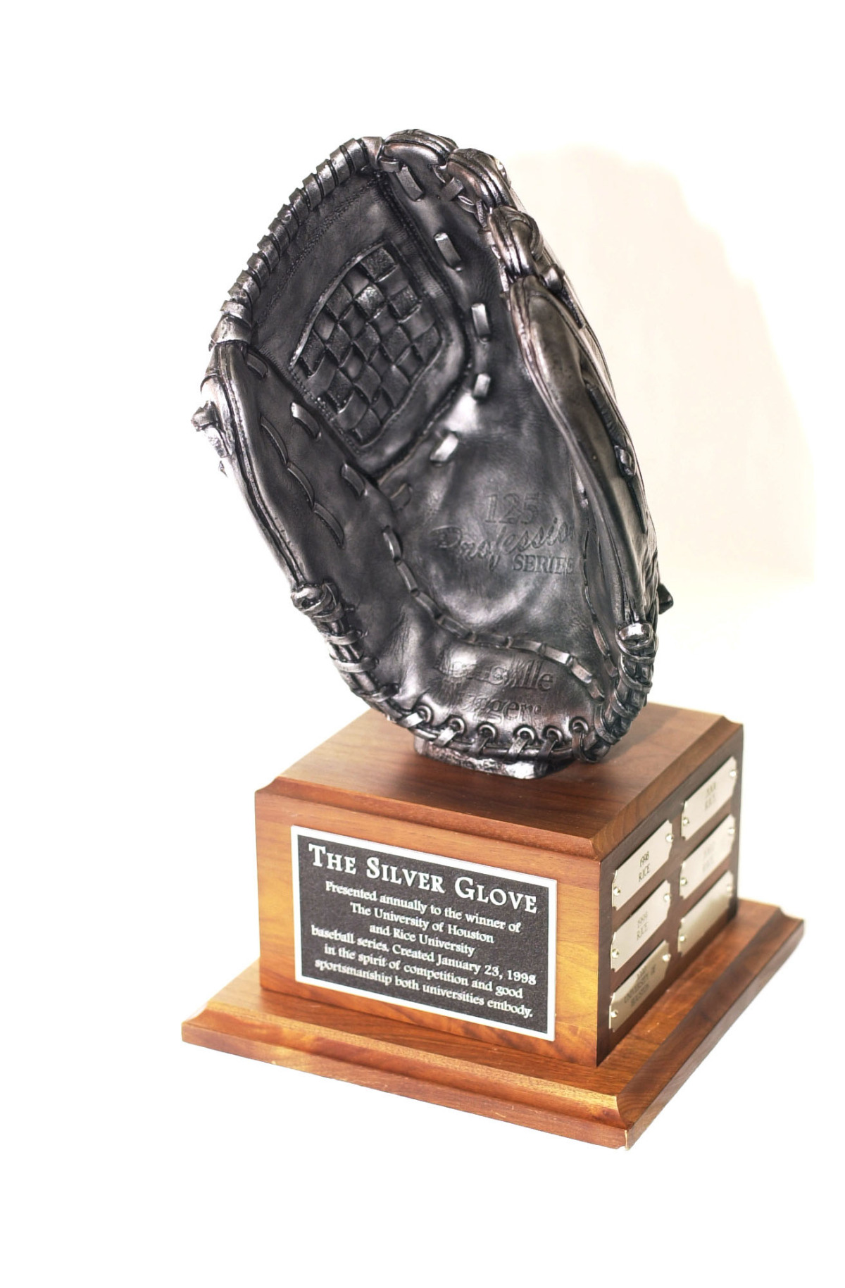 <b>This weekend the eyes are on the Silver Glove prize.</b>