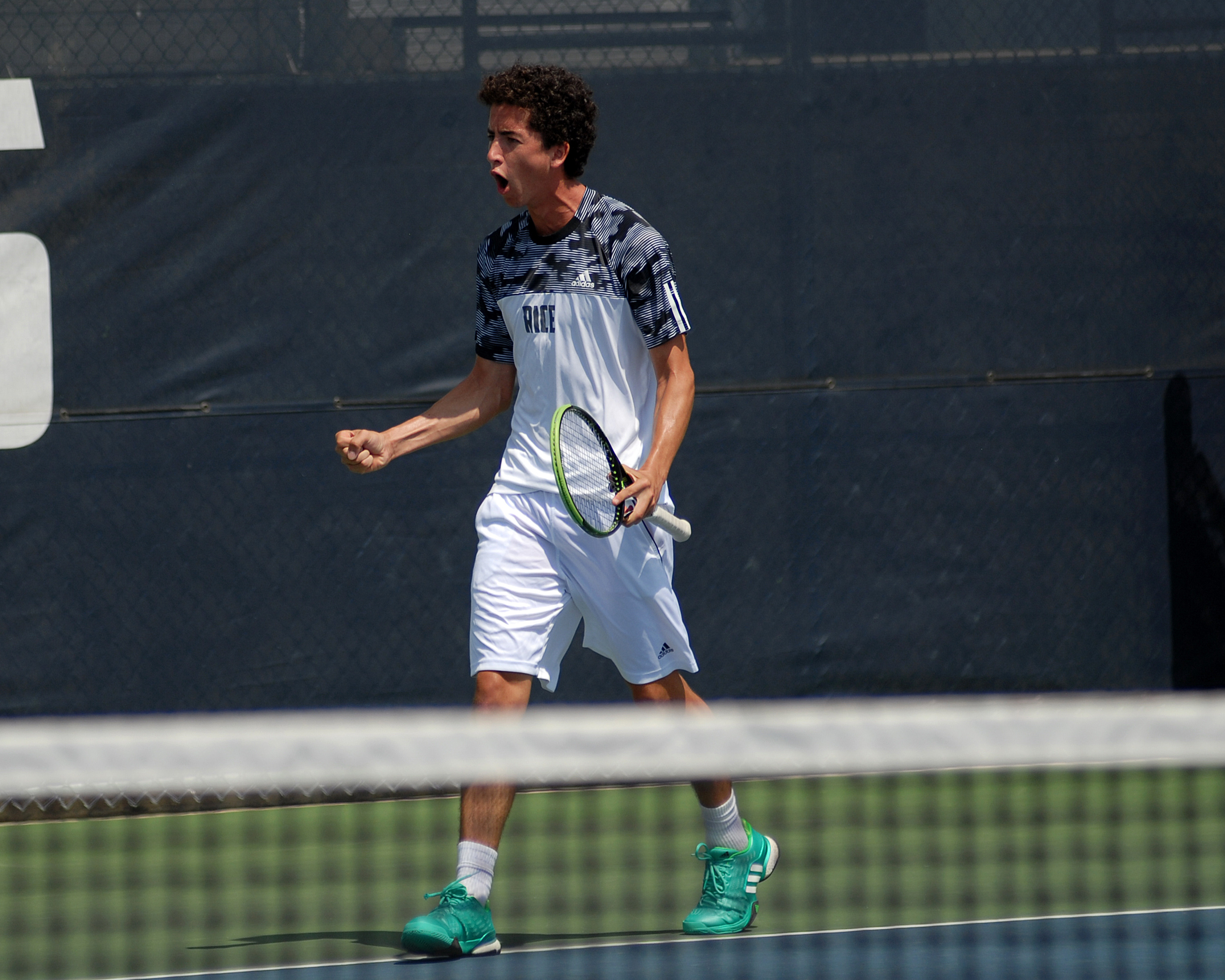 Emanuel Llamas closed out an unbeaten weekend with a singles win to push the lead to 3-1.