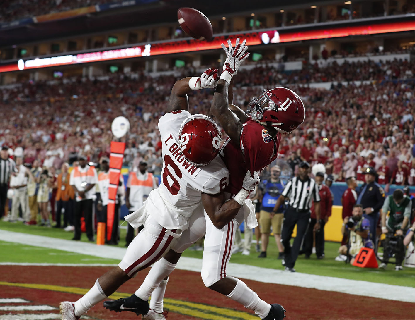 No 1 Alabama Beats No 4 Oklahoma 45 34 In College Football