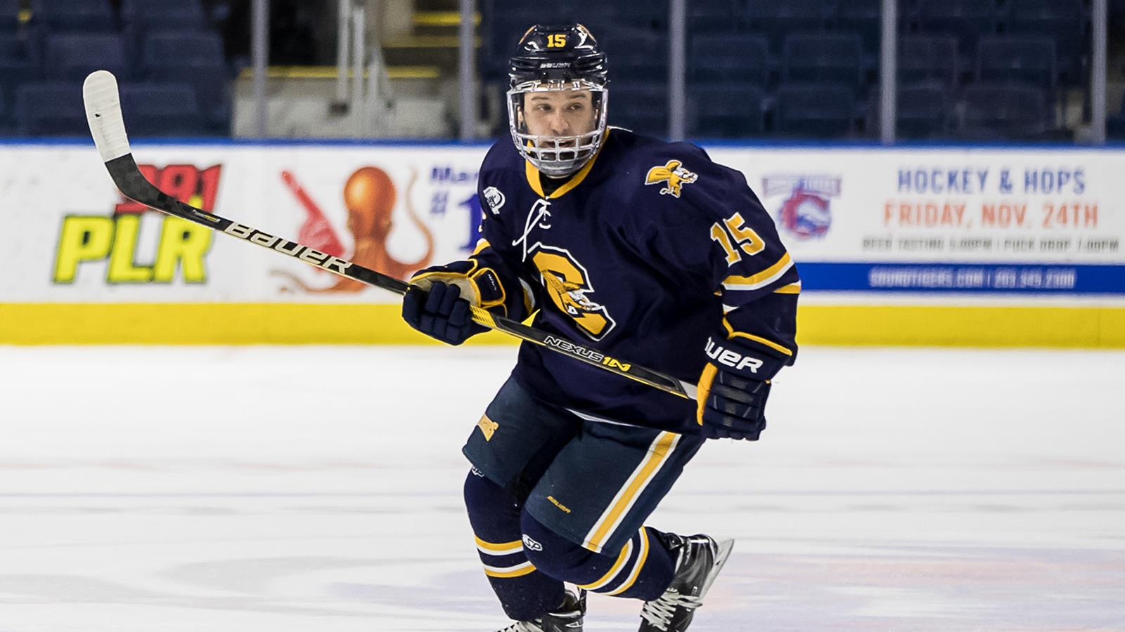 new arrival 68ed5 5cf66 Hockey Cruises to 6-1 victory over AIC - Canisius College ...
