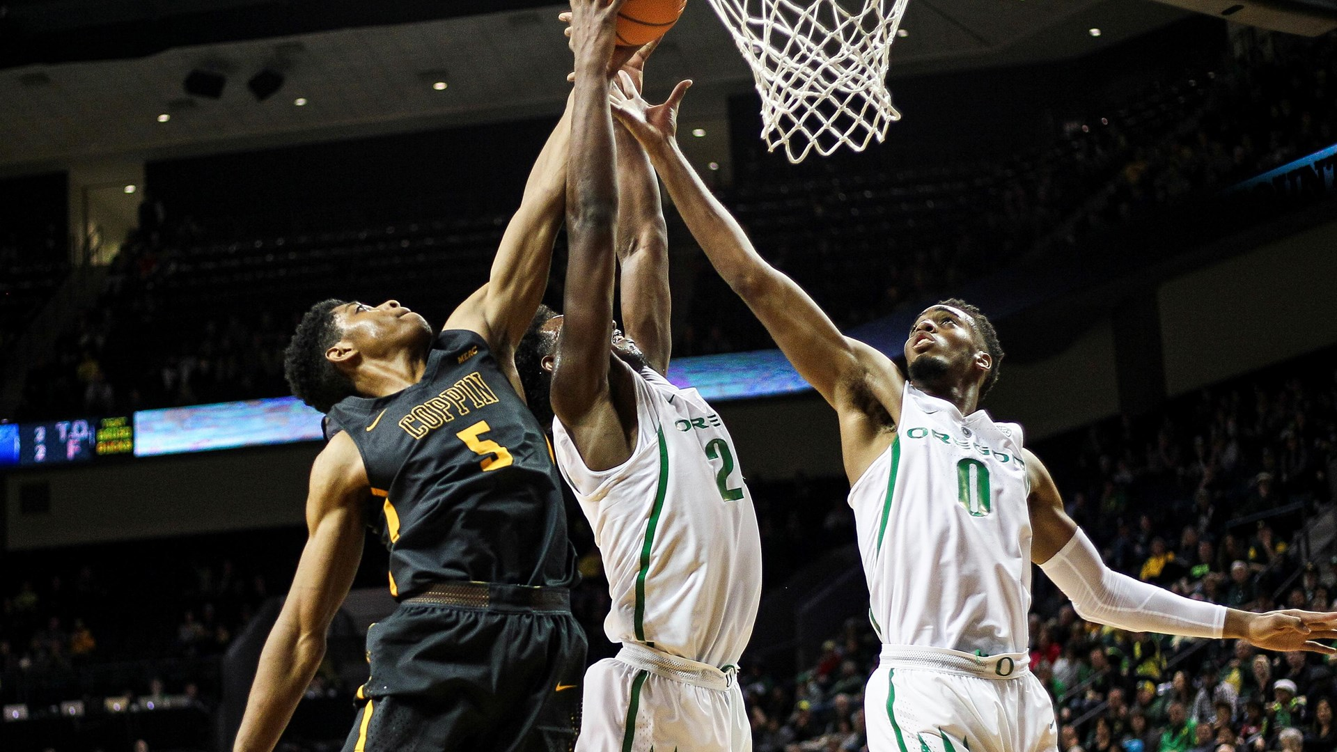 Cedric Council goes for the block at Oregon