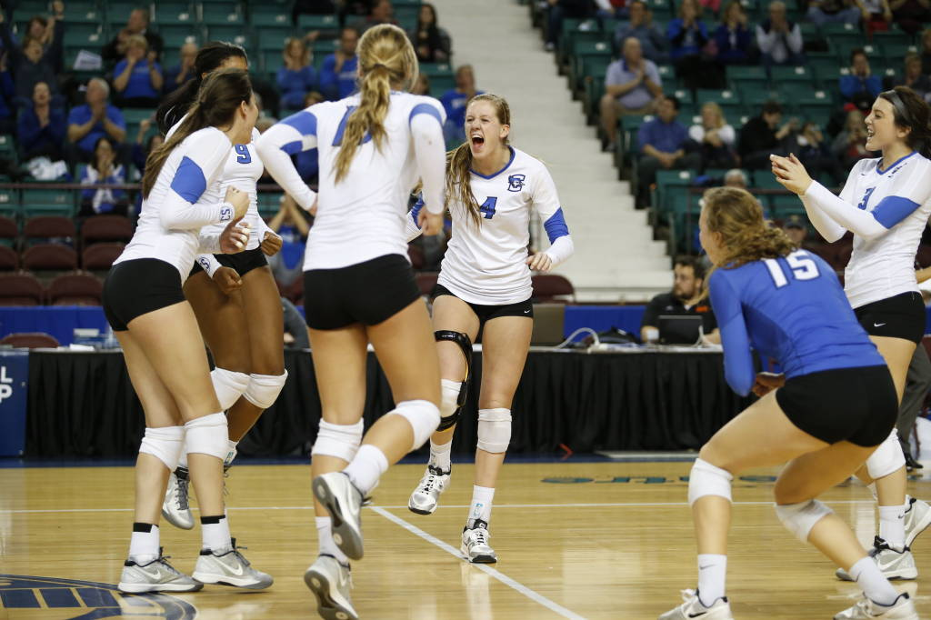 Volleyball Sweeps No. 10 Kentucky