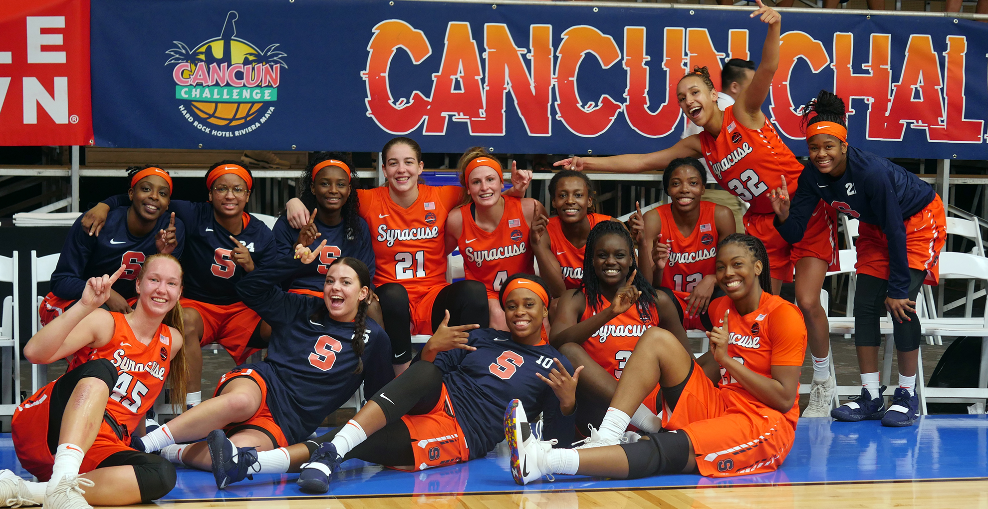 Mangakahia S Buzzer Beater Lifts 14 Syracuse Over 16 Depaul In